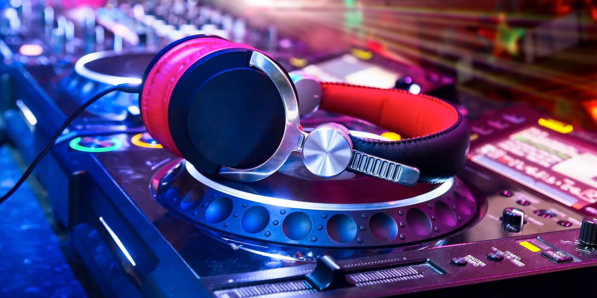 DJ Mischpult Technikversicherung Disco