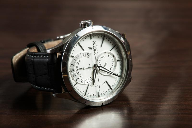 Uhr Versicherung Hausrat